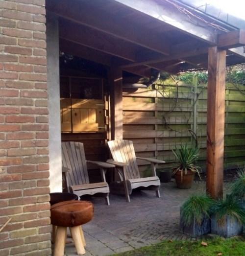 Gezellige veranda met openhaard door Woodstack Breda