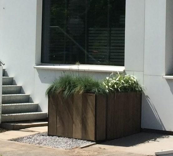Dubbele plantenbak gerealiseerd van Douglas hout en een stalen frame