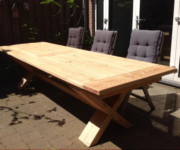 Buitentafel van Douglas hout door Woodstack Breda